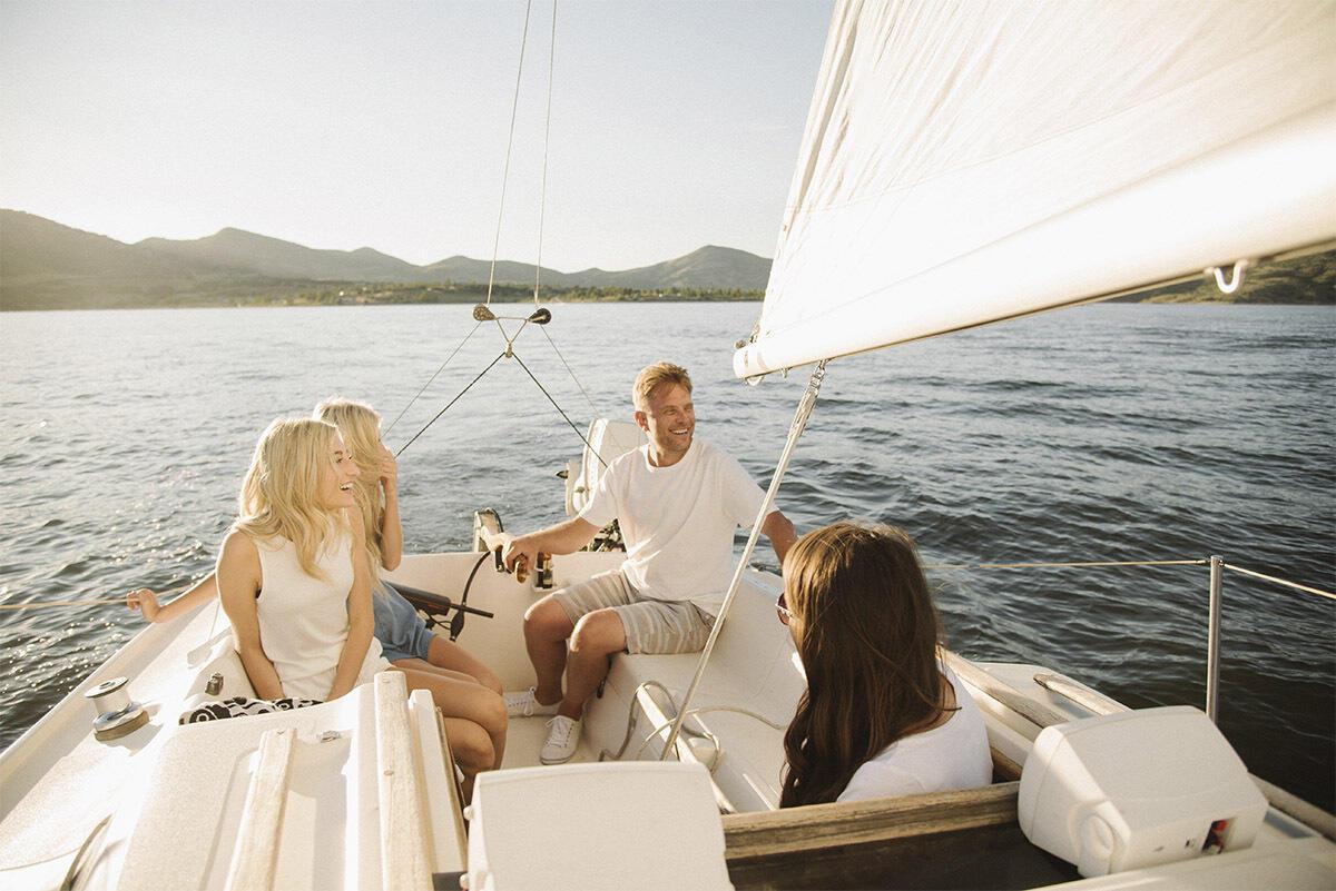 Vivi il lago di Garda in barca a vela, rendi la tua vacanza speciale!